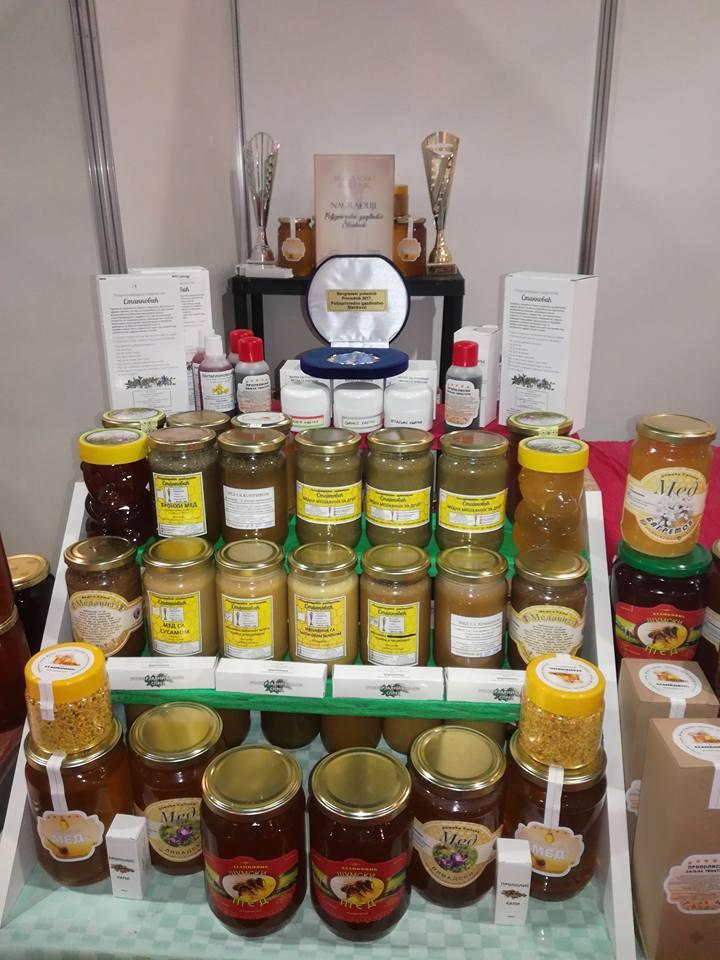 Ilustracija: Štand sa sajma pčelarstva U Novom Sadu