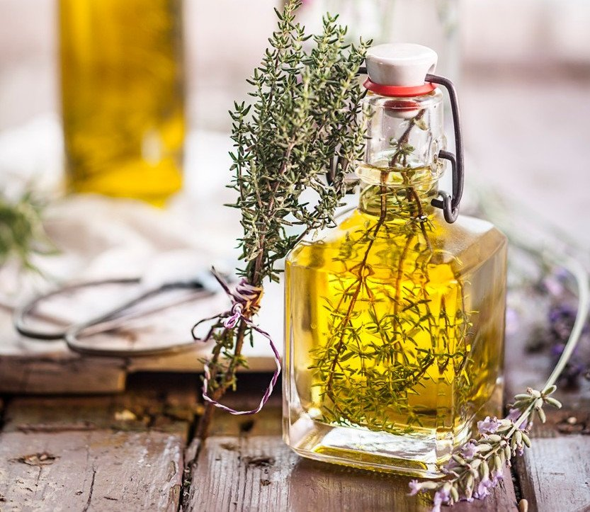 Ilustracija: ulje od-majčine dušice, foto: https://www.srbijadanas.com