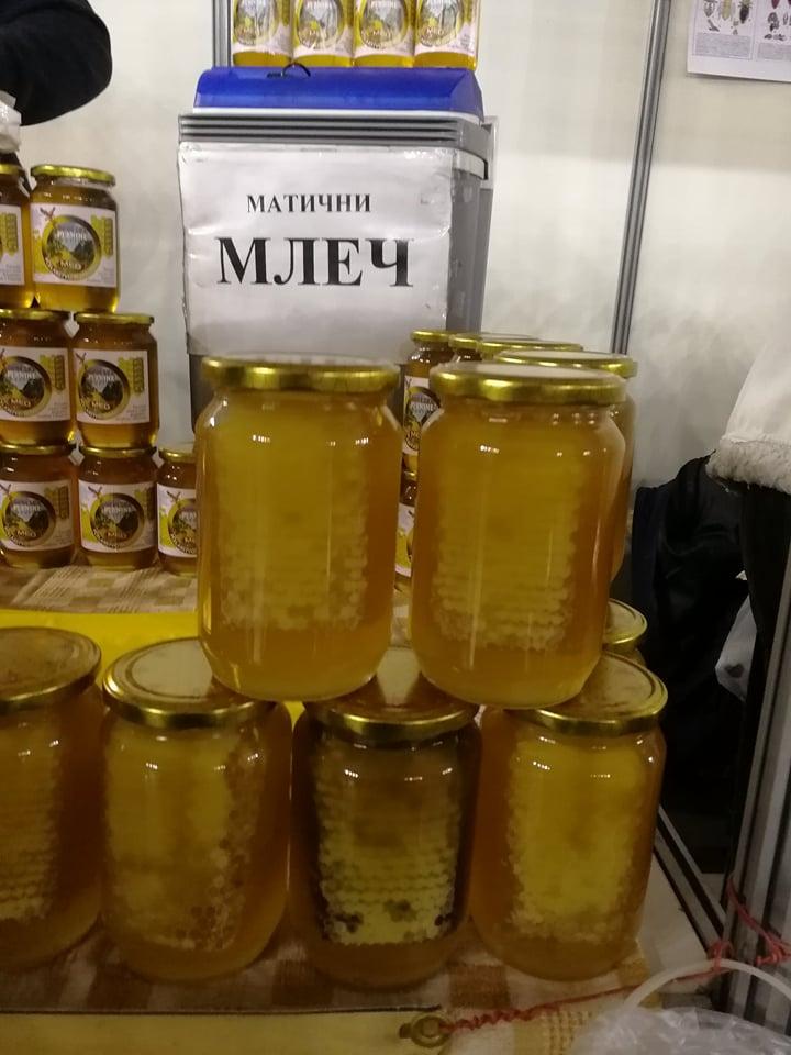 Ilustracija: Sa sajma pčelarstva u Beogradu