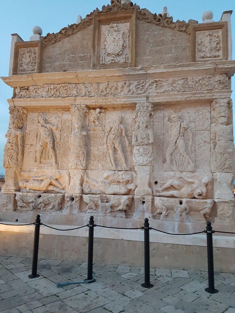 Ilustracija: Grčka fontana