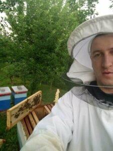 Ilustracija: mladi pčelar