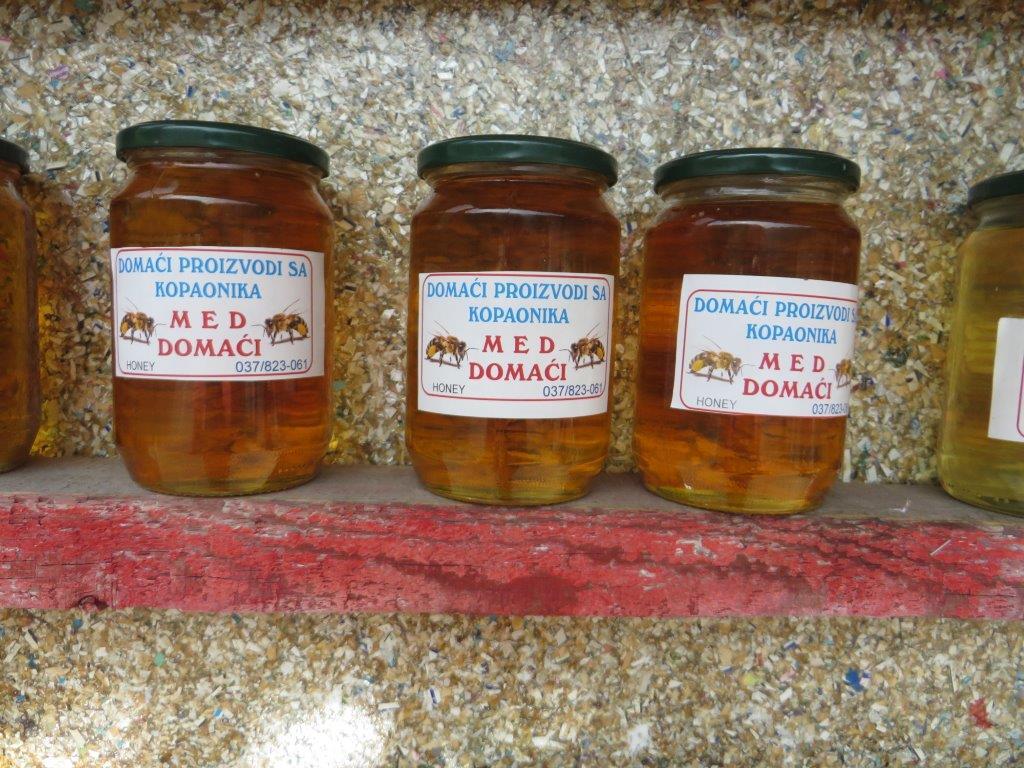 Ilustracija: Bagremov med, foto: Domaćinska kuća