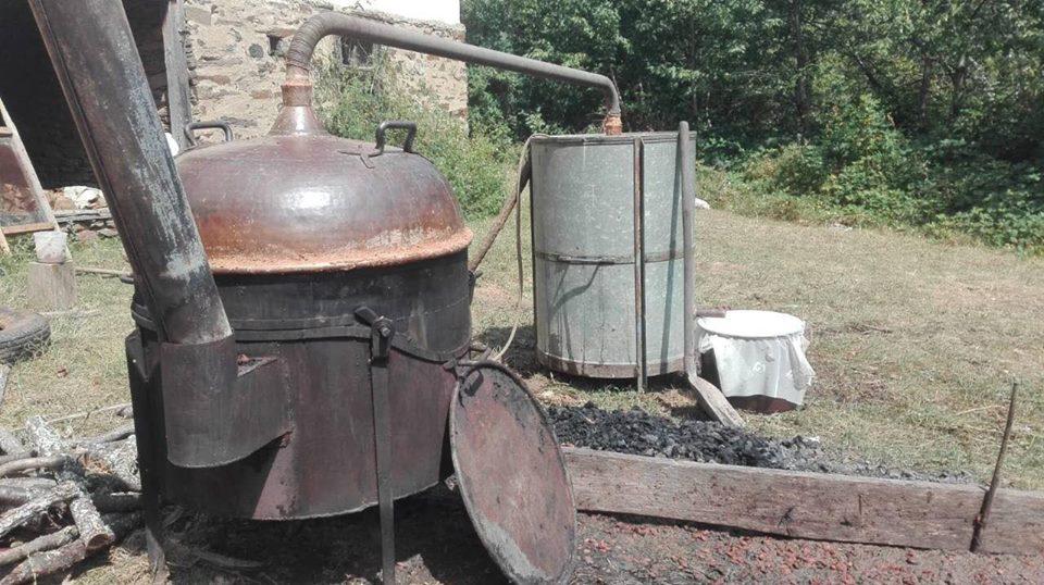 Ilustracija: kazan za pečenje rakije, foto: Domaćinska kuća