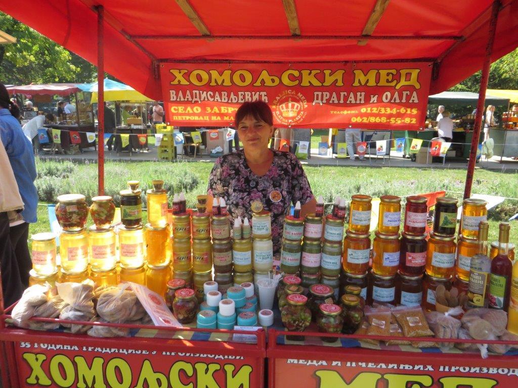 Ilustracija; Sa sajma pčelarstva u Beogradu