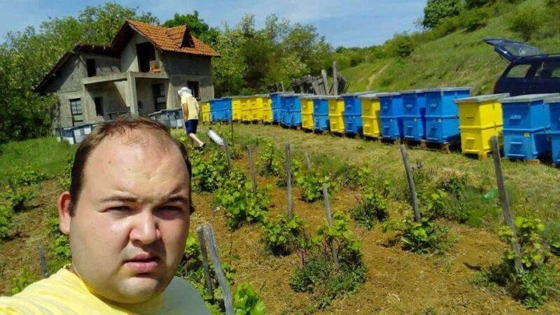 Mladi pčelar iz sela Labukova: Ako se planski radi, može lepo da se živi