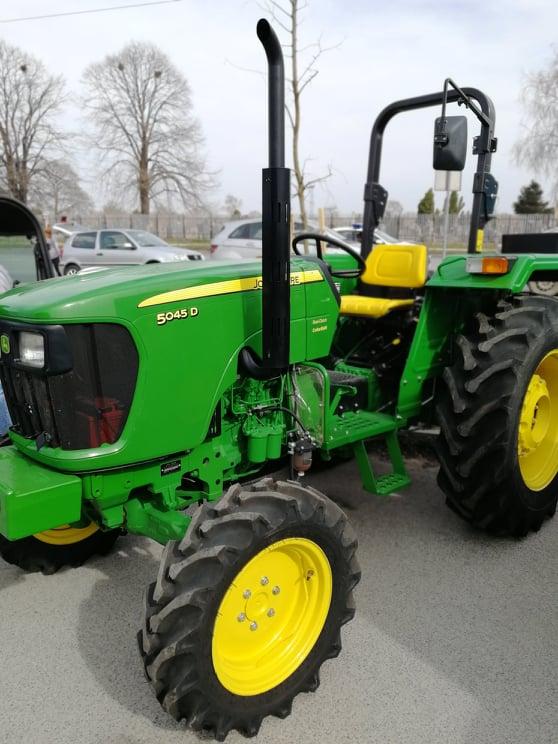 Ilustracija: Izložba traktora, foto: Svetlana Kovačević, Domaćinska kuća