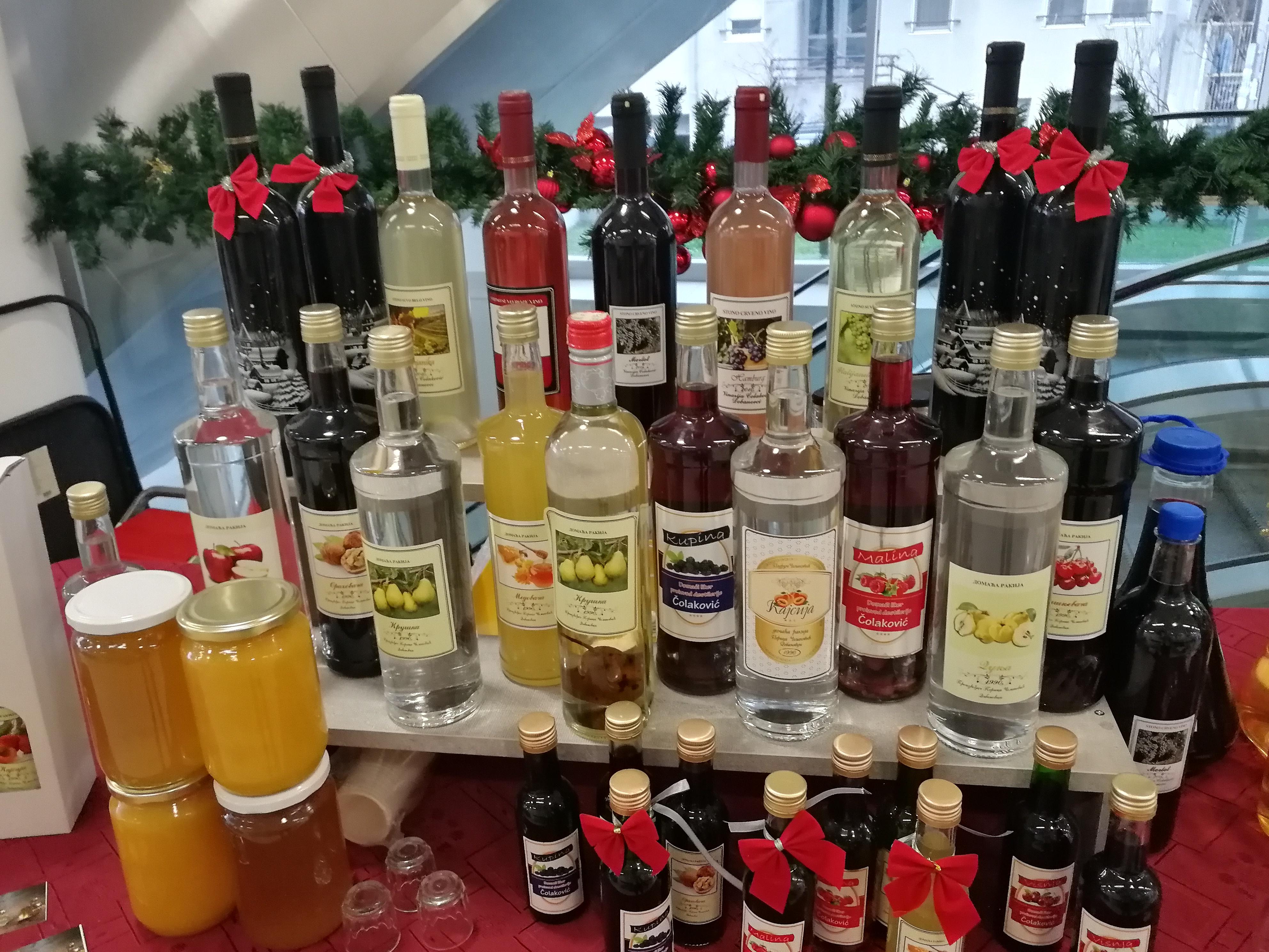 Ilustracija: vino i rakija, foto: Svetlana Kovačevič, Domaćinska kuća