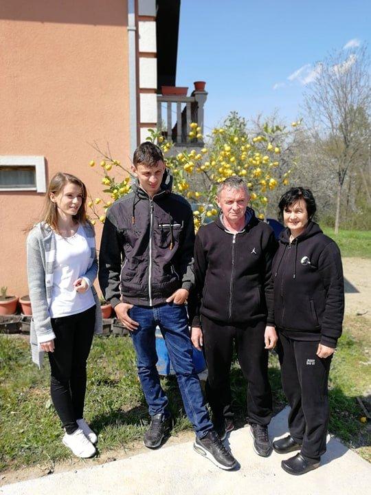 5930126Ilustracija: Porodica Stojadinović, foto: Svetlana Kovačević, Domaćinska kuća