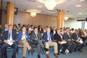 Ilustracija: Učesnici foruma, foto: Privredna komora Vojvodine