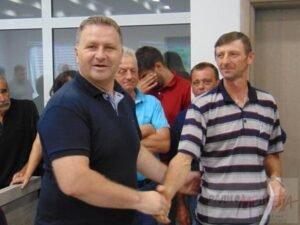 Ilustracija: Nebojša Arsić sa poljoprivrednicima, foto: Nebojša Arsić