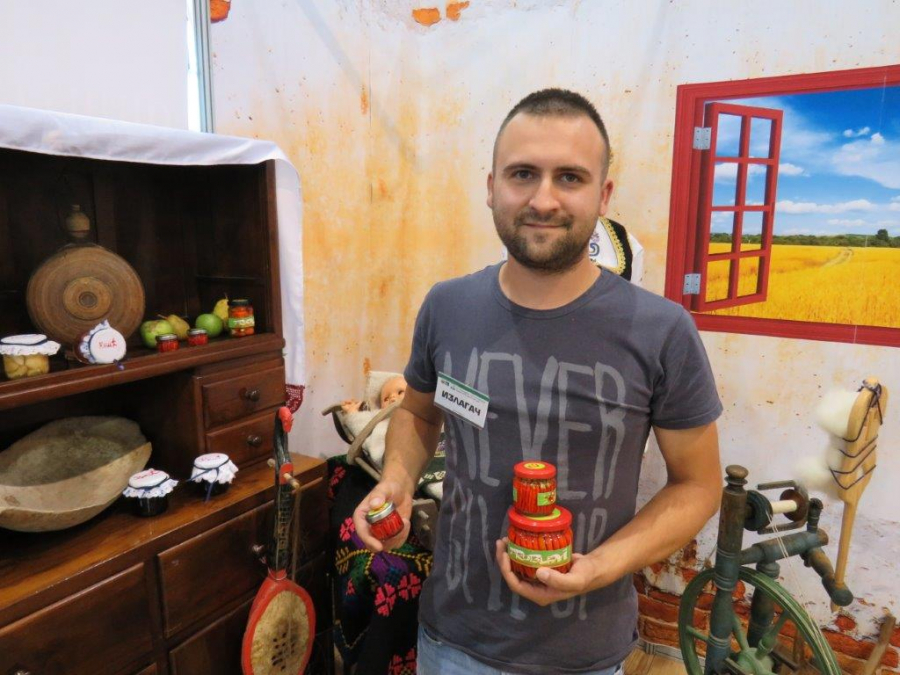 Ilustracija: Tasovič, foto: Goran Đakovič