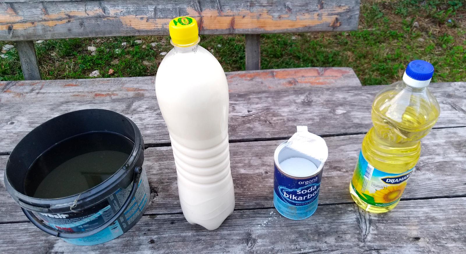 Ilustracija: mleko i ulje, foto: Bojan Kecman
