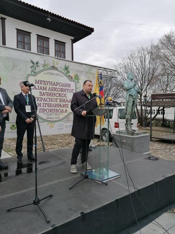 Ilustrarija: Rodoljub Živadinovć, foto: Svetlana Kovačević