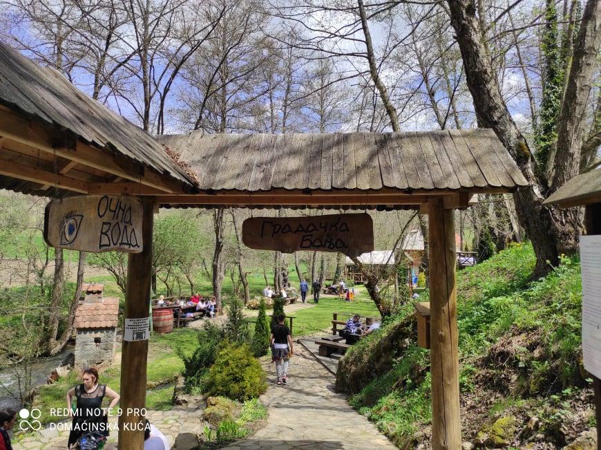 Ilustracija: Gradačka banja, foto: Svetlana Kovačević