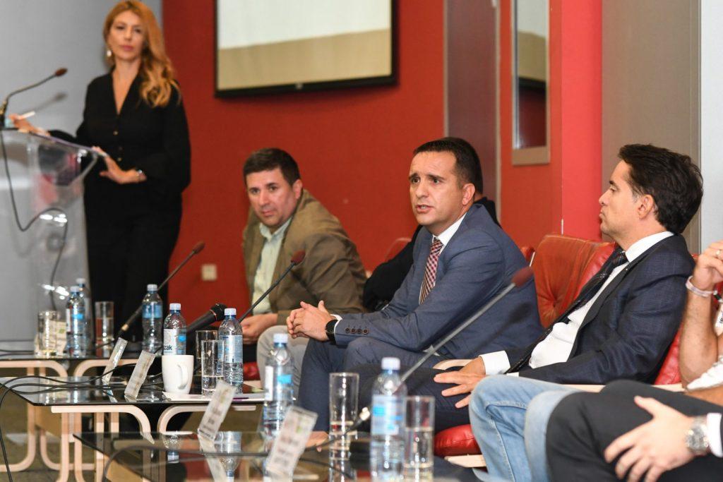Ilustracija: Vladimir Čaprić, član Izvršnog odbora NLB Banke, foto: